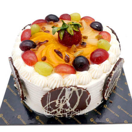 Vanilla Sponge Fruit Gateau