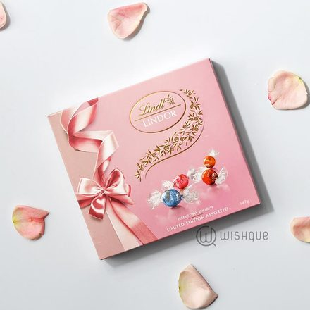 Lindt Lindor Assorted Pink Ribbon Limited Edition Gift Box 147g